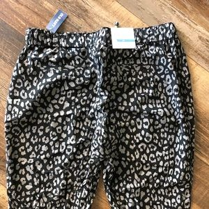 Old Navy Pants & Jumpsuits - NWT Old Navy drawstring leopard crop pants- small